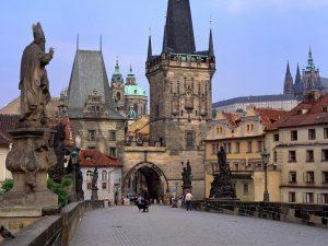 Plaza de Venceslao o Wenceslao. Detrás Museo Nacional de Praga. Fotografía por Ricardo Liberato