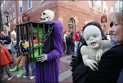 Desfiles de disfraces por las calles de Salem para esta época