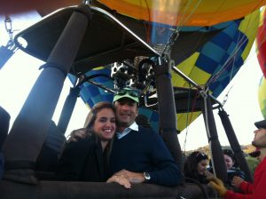 Raysa y Fernando. Felices de haber vivido la experiencia de su primer viaje en globo.