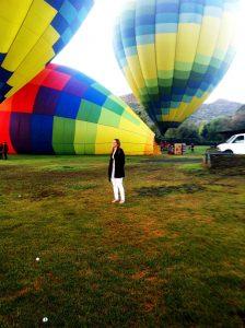 Raysa Fernández en Napa Valley contemplando su sueño hecho realidad.