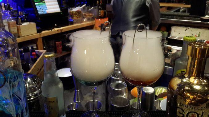 Durante la elaboración del gin tonic con nitrógeno