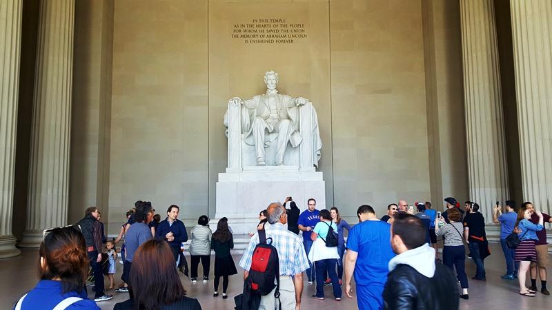 Turistas en Lincon Memorial